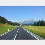 Blick von der 161 nördlich von Kitzbühel auf das Kaisergebirge