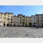 Piazza Anfiteatro in Lucca