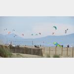 Kitesurfer am Strand vom Camping Aquarius