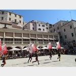 Italienische Fahnenschwinger beim Mittelalterfest