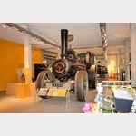 Einblick die große Ausstellung historischer Traktoren im Freilichtmuseum Kiekeberg