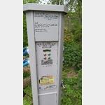 """Stromsäule SP 2125581 """"Zum alten Krug"""" in Potsdam mit neuen Aufkleber"""
