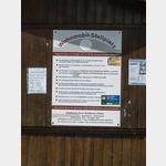 Stellpl.- Info an der Einfahrt