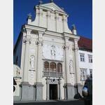 Ptuj ist ein sehenswerter Ort an der Drava und die älteste Stadt Sloweniens. Es wird viel getan um die denkmalgeschützen Häuser zu erhalten. Aber die Stadt hat ihre Blütezeit hinter sich und wirkt eher etwas verschlafen. An der Drava, gleich neben dem gut